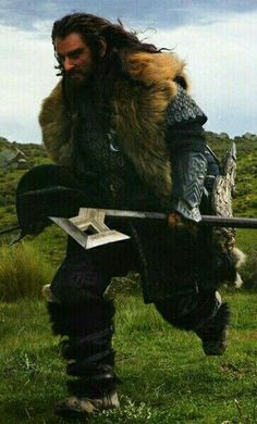 Thorin running with battle axe, this makes me think of Gimli omg.