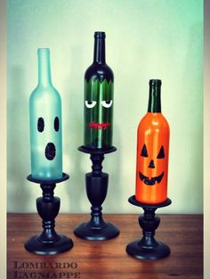Funny Wine Bottle Crafts for DIY Halloween Decor Halloween Kitchen, Halloween Bottles, Easy Halloween Crafts, Diy Halloween Decorations, Festive Crafts, Halloween Pumpkins, Easy Diy Crafts, Halloween Stuff, Halloween Ideas