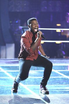Matthew Schuler performs during the knockout round on The Voice. (NBC Photo)