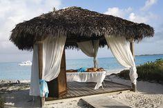Ontspan op het strand van resort Club Med Columbus Isle op de Bahama's.