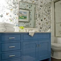lacquer in the bath, painted blue cabinets, lacquered bathroom cabinets, bathroom inspiration