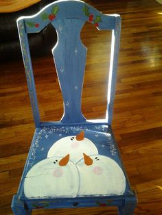 Three snowmen chair Christmas Chair, Christmas Wood, Primitive Christmas, Christmas Snowman, Christmas Projects, Snowman Crafts, Decor Crafts, Holiday Crafts, Diy Crafts
