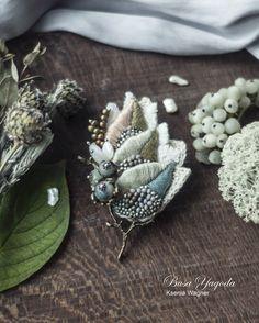 """Купить Брошь """"Первый иней"""" - зеленый, листья, вышитая брошь, брошь с камнями, брошь с вышивкой"""