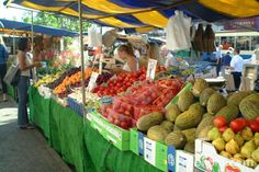 If you are a vegetarian travelling in Italy this article will help you with the basics in vegetarian Italian cuisine, what to eat, and how to get by in restaurants. Fruit And Veg Market, Farmers Market, Free Use Images, Free Pictures, Italian Market, Ell Students, Fruit Picture, Vegetarian Italian, Food Substitutions