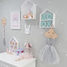This room is just so gorgeous  featuring a custom spotty mountain set up there in the #shadowbox pic via the lovely @hailsk83 #handmade #shopsmall #shophandmade #girlsroominspo #roominspo #childrensinteriors #kidsroom #kidsroominspo #shelfie