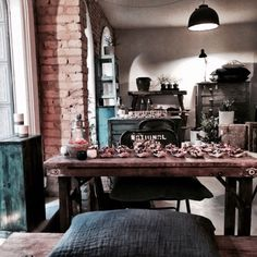 A new café Cousins has opened its doors in Copenhagen, it´s just across from the food market Torvehallerne. It a nice quiet spot in the busy city center. You can buy all you see in the shop. And th…