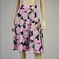 French Connection Floral Midi Skirt This is seriously the cutest skirt! It is perfect for spring and summer and looks so great on! It is by French connection and is brand new with tags! This retails for $128! It is a cotton material and is fully lined, it features a zipper and button closure! It is so fun and darling! This is a size 4 and fits true to size! French Connection Skirts Midi