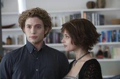 Jasper Hale y Alice Cullen conocen a Bella Swan. Alice Twilight, Jasper Twilight, Twilight 2008, Twilight Series, Twilight Movie, Twilight Wedding, Twilight Pics, Twilight Quotes, Alice Cullen