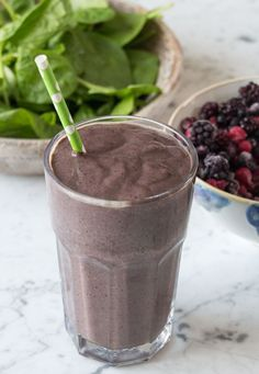 I love breakfast smoothies, theyre the best way to kick start a great day! I know lots of people think that eating healthily takes a long time but smoothies are the easiest, quickest things - it l. Yummy Smoothie Recipes, Nutribullet Recipes, Smoothie Drinks, Breakfast Smoothies, Shake Recipes, Healthy Smoothies, Healthy Drinks, Healthy Menu, Healthy Breakfasts