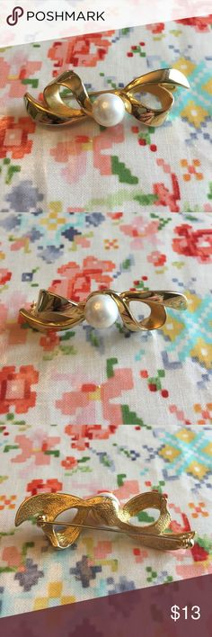 [Vintage] Golden Bow & Faux Pearl Pin Brooch Plated gold Goldie Locks. Pearl of the South Sea or Southside. Pin for your Pinterest. Home of cute dog and no smoke. Jewelry Brooches