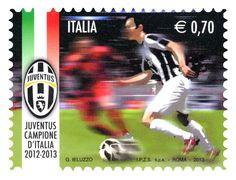 """Francobollo appartenente alla serie ordinaria tematica """"Lo sport Italiano"""" dedicato alla squadra vincitrice del Campionato italiano di Calcio – serie A"""