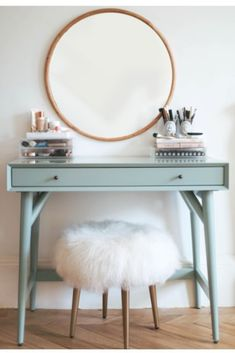 If you love makeup, then you need a makeup vanity table. A vanity table will keep all your makeup organized and will give you a comfortable place to apply it. You can create a makeup area that suits your style. Beauty Vanity, Beauty Makeup, New Room, Bedroom Decor, Bedroom Wall, Bedroom Ideas, Bedroom Furniture, Furniture Sets, Mirror Bedroom