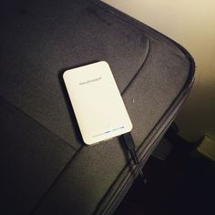 En tus viajes asegúrate que la #maleta #luggage la tienes en condiciones nada roto al igual que te aconsejamos que lleves las pilas cargadas yo por si acaso siempre llevo un powerbank que la vida extra a tu dispositivo by #thebackpack  Buscas #power para tu #smartphone ? #apple Momentos #ravpower   #charger #charge your #iphone  #everywere by #thebackpack   #simbiosc #simbiosctv @ravpower #powerbank #ravpower  Comienza el día con energía  elige el color y ve a la moda    #iloveravpower…