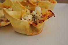 Mini lasagna hapjes - Lekker en Simpel - Can be translated on website Mini Lasagne, Yummy Snacks, Yummy Food, Avocado, Mango, Dessert, High Tea, Afternoon Tea, Lasagna