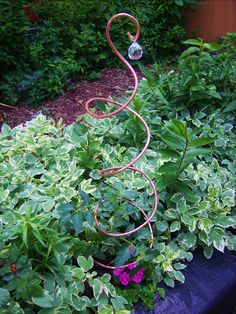 Copper Tomato Stakes--much prettier than my tomato cages. Diy Garden Projects, Garden Crafts, Garden Tips, Outdoor Projects, Outdoor Art, Outdoor Gardens, Outdoor Flowers, Indoor Garden, Outdoor Ideas