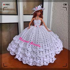 Videoaulas youtube.com/c/RaquelGauchaCrochet #Barbie #Doll #Crochet #Dress #Muñeca #Vestido #RaquelGaucha Barbie Crochet Gown, Crochet Barbie Patterns, Crochet Barbie Clothes, Barbie Gowns, Doll Clothes Barbie, Barbie Dress, Doll Clothes Patterns, Crochet Dolls, Clothing Patterns