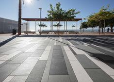 El renovado Paseo Marítimo de #Alcossebre: vibrante juego de luces y sombras  #arquitectura #DiseñoUrbano #proyectos #architecture