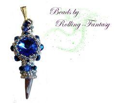 Kettenanhänger in Blau und Silber mit Swarovskis von Beads by Rolling-Fantasy auf DaWanda.com