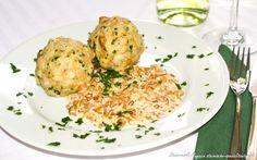 Schwammerlsauce mit Semmelknödel Potato Salad, Cauliflower, Potatoes, Meat, Chicken, Vegetables, Ethnic Recipes, Gnocchi, Dip