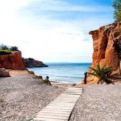 Sa Caleta! Preciosa playa muy cerca del aeropuerto. Ideal para aquellos que esten solamente un día en la isla.