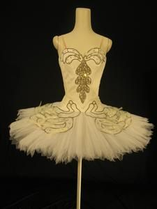Swan Lake worn by Dame Margot Fonteyn, Royal Ballet Ballerina Costume, Ballet Tutu, Ballet Dance, Ballet Shoes, Tutu Costumes, Ballet Costumes, Beautiful Costumes, Beautiful Outfits, Beautiful Clothes