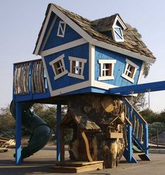 how freaking awesome! Dr Seuss tree house