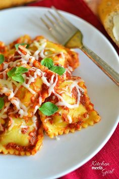 Three ingredients and the slow cooker, and you've got dinner. Slow Cooker Ravioli