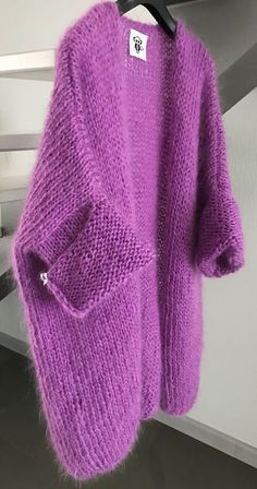 Women's Cardigan has never been so Pretty! Since the beginning of the year many girls were looking for our Modest guide and it is finally got released. Now It Is Time To Take Action! Knitwear Fashion, Knit Fashion, Fashion Fashion, Fashion Jewelry, Crochet Cardigan, Knit Crochet, Wool Cardigan, Slouchy Sweater, Hand Knitting