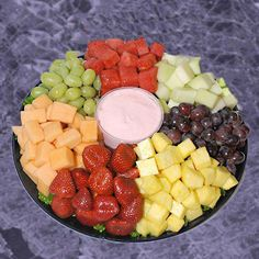 Joe's Original Fresh Fruit Tray Gourmet Fruit Party Tray from Joe's Produce Fruit Party, Snacks Für Party, Clean Eating Snacks, Healthy Snacks, Healthy Recipes, Fruit Snacks, Fruit Trays, Healthy Fruits, Fruit Dessert