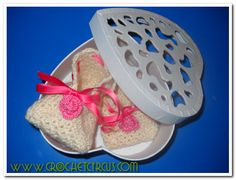 """""""Welcome"""" Baby shoes - free pattern"""