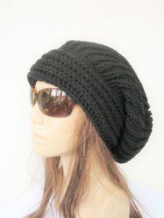 Hand stricken Womens Slouchy Hut schwarz Beanie Mütze von Ebruk