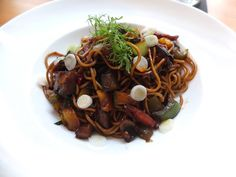 Makaron chow mein z warzywami i chorizo  Chow mein noodels with vegetables and chorizo