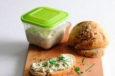 Spread with cottage cheese and yeast - really tasty (but u musn't smell :oD ) Czech Recipes, Ethnic Recipes, Cottage Cheese, Coleslaw, Superfoods, Salmon Burgers, Finger Foods, Ham, Sandwiches