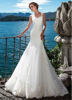 Alluring Tulle & Satin Scoop Mermaid Wedding Dresses With Lace Appliques