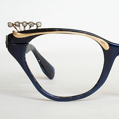 Not an ad...just vintage eyewear awesomeness.