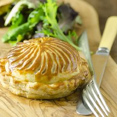 A delicious savoury pithivier filled with roast chicken, fennel and roasted tomatoes.