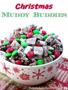 Muddy Buddies Christmas Muddy Buddies- The best treat for Christmas! I love giving this out for neighbor treats!Christmas Muddy Buddies- The best treat for Christmas! I love giving this out for neighbor treats! Holiday Snacks, Christmas Party Food, Christmas Cooking, Christmas Goodies, Holiday Recipes, Christmas Recipes, Christmas Treats For Gifts, Christmas Christmas, Desserts For Christmas