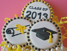 Graduation Decorated Sugar Cookies by sweetgoosiegirl on Etsy Iced Cookies, Cut Out Cookies, Cute Cookies, Royal Icing Cookies, Cupcake Cookies, Sugar Cookies, Cookies Et Biscuits, Graduation Desserts, Graduation Cupcakes