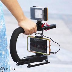 The U-Grip features a shock-proof rubber handle that alleviates stress by offering a comfortable, secure grip. U-Grip Video Action Stabilizing Handle Grip Rig Camcorder, Led Licht, Camera Nikon, Clips, Cool Toys, Smartphone, Handle, Ebay, Gadgets