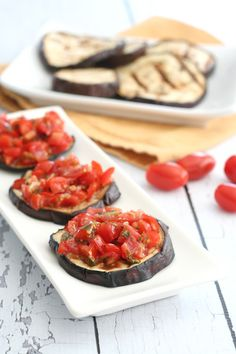 Slices of grilled eggplant make the perfect base for bruschetta. This low carb and paleo bruschetta recipe is the perfect summer appetizer. Grilling Recipes, Veggie Recipes, Paleo Recipes, Cooking Recipes, Free Recipes, Veggie Bbq, Alkaline Recipes, Antipasto, Clean Eating Recipes
