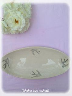 Grande coupe en porcelaine émaillée motifs oiseaux gris. Dim :  26 x 12  Création @ny Rollin ( REF : 20 )