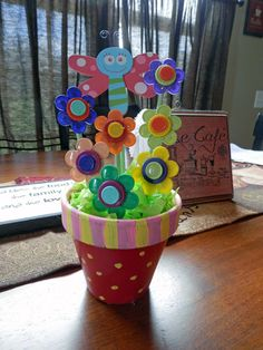 I made this for my niece. The flowers are made out of medicine caps from the hospital I work at (I upcycled), and dowel rods. Just a regular flower pot, painted, with styrofoam at the bottom to hold the flowers up. Diy Craft Projects, Fun Crafts, Diy And Crafts, Crafts For Kids, Arts And Crafts, Bottle Cap Art, Bottle Cap Crafts, Nurse Crafts, Cap Decorations