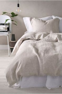 Home Remodel Old Houses Cosy neutral linens in this natural bedroom interior Beautiful Bedrooms, Interior, Home, Bedroom Interior, Bedroom Diy, Cheap Home Decor, Natural Bedroom, Apartment Decor, Interior Design