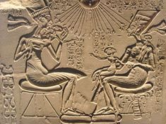 Egyptian Akhenaten and Nefertit - Ancient Alien Hybrid DNA - Why did the Egyptians like elongated heads? Was this a tribute to Ancient ALiens? Ancient Aliens, Ancient Art, Ancient Egypt, Ancient History, Art History, Ancient Greek, Amenhotep Iii, Queen Nefertiti, Ancient Artifacts