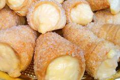 Cannoli di pasta sfoglia con crema al limone