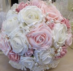 Bouquet rose avec perles, By www. Informations About Pink Bouquet with pearls, By w Bridal Brooch Bouquet, Diy Wedding Bouquet, Diy Bouquet, Bride Bouquets, Bridesmaid Bouquet, Floral Bouquets, Bouquet Rose, Flower Boquet, Prom Flowers