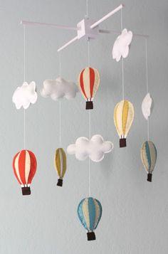 ideas diy baby mobile stars hot air balloon for 2019 Baby Mädchen Mobile, Cloud Mobile, Baby Mobiles, Felt Mobile, Mobile Kids, Mobile Mobile, Diy Hot Air Balloons, Diy Bebe, Creation Deco