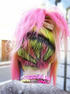 undercut-frisuren-punk-style-sonne-motiv-grün-gelb-rosa