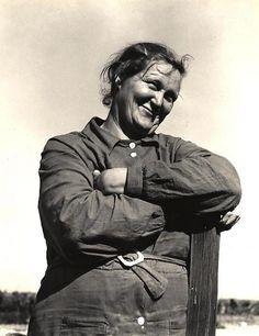 Dorothea Lange - Woman in igratory Labor Camp, California, 1938