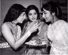 Sadhana: Unseen pictures of Bollywood's timeless beauty from Express archives Bollywood Cinema, Bollywood Stars, Indian Bollywood, Beautiful Bollywood Actress, Beautiful Indian Actress, Nanda Actress, Legendary Pictures, Rare Pictures, India
